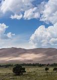 Les gens sur les grandes dunes de sable NP Images libres de droits