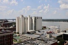 Les gens sur un dessus de toit Memphis August du centre 21, 2017 Photo libre de droits