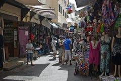 Les gens sur un marché en plein air Image stock