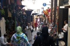 Les gens sur un marché en plein air Images libres de droits