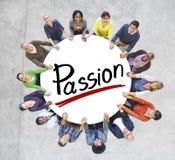 Les gens tenant des mains autour de la passion de lettre Image stock