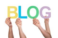 Les gens tenant le blog de mot images libres de droits