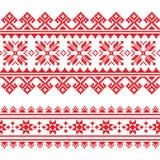 Les gens traditionnels ont tricoté le modèle rouge de broderie d'Ukraine Photos stock