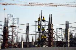 Les gens travaillant au chantier de construction à Bangkok Thaïlande Photo libre de droits