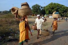 Les gens tribals d'Orissa au marché hebdomadaire Images stock