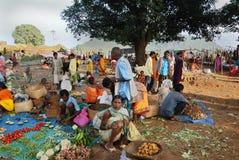 Les gens tribals d'Orissa au marché hebdomadaire Photos libres de droits