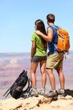 Les gens trimardant - randonneurs dans Grand Canyon Photographie stock libre de droits