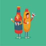 Les gens utilisant le costume de hot-dog et de bouteille Promotion d'aliments de préparation rapide Image libre de droits
