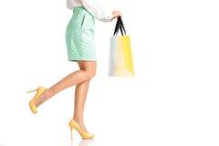 Les gens, vente, concept noir de vendredi - femme avec des paniers Image libre de droits
