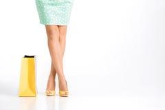 Les gens, vente, concept noir de vendredi - femme avec des paniers Photo libre de droits