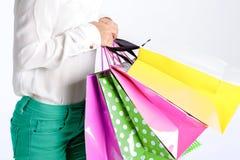 Les gens, vente, concept noir de vendredi - femme avec des paniers Photos stock