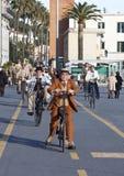 Les gens, vieux cycles, faisant un cycle par l'événement d'histoire Image stock