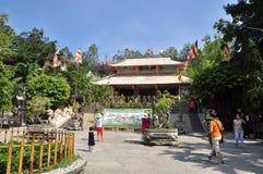 Les gens visitent la pagoda le premier jour de la nouvelle année lunaire au Vietnam Photographie stock