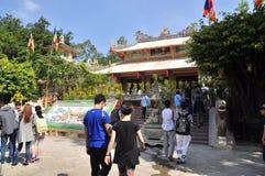 Les gens visitent la pagoda le premier jour de la nouvelle année lunaire au Vietnam Image stock