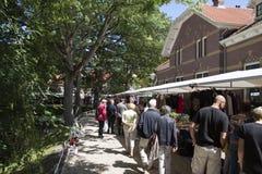 Les gens visitent le marché Image libre de droits