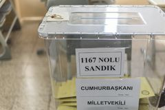 Les gens votent pour des présidents et des parties dans l'élection turque tôt dans Marmaris, Turquie Photo stock