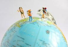 Les gens voyageant autour du monde Images libres de droits