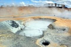 Les geysers chauds de soufre chez Hverir en Islande photographie stock libre de droits