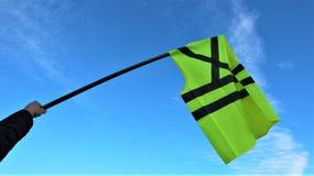 Les gilets/les moviments jaunes jaune de gilet protestent contre des prix plus élevés de carburant photo libre de droits