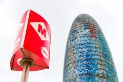 Les gloires de Torre, autrefois connues sous le nom de Torre Agbar et un courrier souterrain à Barcelone, l'Espagne photos stock