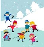 Les gosses joignent la neige Images libres de droits