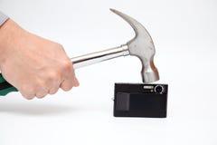 Les grèves de marteau sur l'appareil-photo images stock
