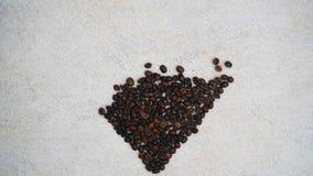 Les grains de café de coeur arrêtent le mouvement banque de vidéos