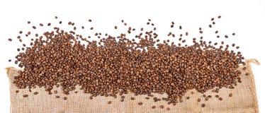 Les grains de café mettent en sac - le panorama photographie stock