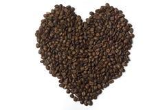 Les grains de café ont rayé sous forme de coeur Photographie stock libre de droits