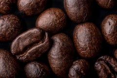 Les grains de café se ferment vers le haut Photographie stock libre de droits