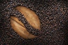 Les grains de café, texture, ont rôti des grains de café, le grand haricot, tasse de café Photos libres de droits