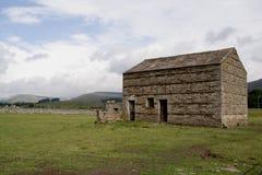 Les granges en pierre s'approchent de Hawes Image libre de droits