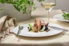 Les gras de Foie avec le canard et la passiflore comestible de passiflore sauce photos stock