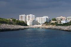 les hôtels s'approchent de la mer Images libres de droits