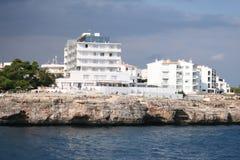 les hôtels s'approchent de la mer Photographie stock