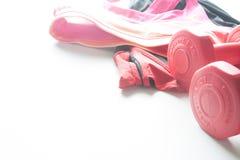 Les haltères et le sport rouges portent à l'arrière-plan de fittness Usage de sport, Image libre de droits