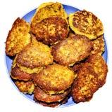 Les hamburgers de Veggie ont grillé les pois chiches et le riz utiles juteux avec l'herbe Image stock