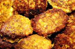 Les hamburgers de Veggie ont grillé les pois chiches et le riz utiles juteux avec l'herbe Photo stock