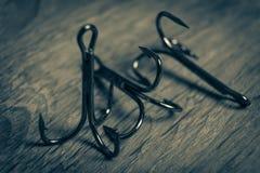 Les hameçons pointus ont photographié le plan rapproché Le crochet affilé ne donnera pas une occasion de pêcher pour s'échapper d Images libres de droits