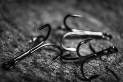 Les hameçons pointus ont photographié le plan rapproché Le crochet affilé ne donnera pas une occasion de pêcher pour s'échapper d Images stock