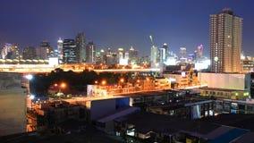Les hautes constructions s'approchent de la gare de tige d'aéroport de Makkasan Photos libres de droits
