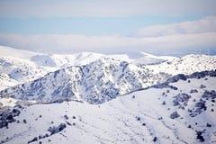 Les hautes montagnes de l'Abruzzo ont rempli de neige 0027 Photo libre de droits