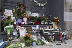 Les hommages à Leonard Cohen à côté de son Montréal autoguident la porte image libre de droits