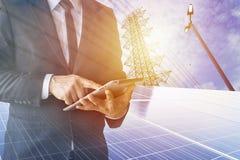 Les hommes d'affaires calculent l'investissement Photographie stock libre de droits