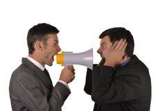 Les hommes d'affaires découvrent avec émotion des assiettes images libres de droits