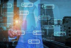 Les hommes d'affaires emploient le système de mise en réseau de serrure de clé d'interface de doigt à s illustration stock