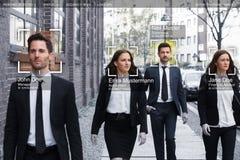 Les hommes d'affaires font face reconnu avec le système d'étude intellectuel photo stock