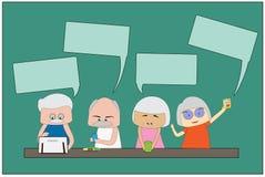 Les hommes et les femmes de la vieillesse utilisent un téléphone portable et des appareils de communication sur le fond vert Photo libre de droits