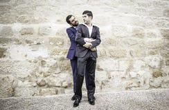 Les hommes ont embrassé l'amour Image stock