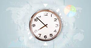 Les horloges avec le monde chronomètrent et financent le concept d'affaires Photographie stock libre de droits